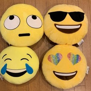Emoji Pillows - Different Expressions